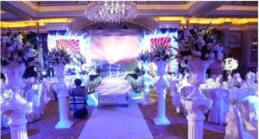 婚礼现场上目光最为集中的地方