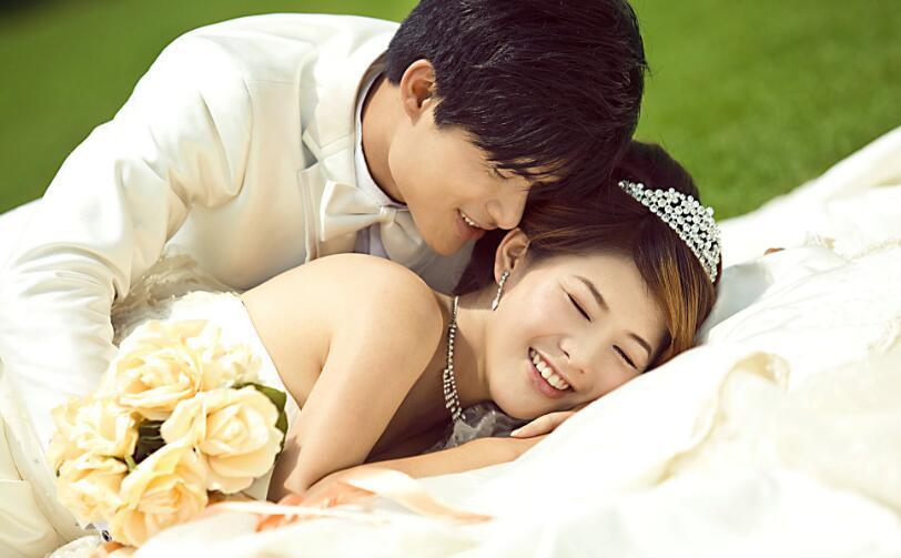 拍婚纱照新郎新娘姿势技巧