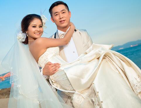 拍婚纱照大概多少钱_[注意事项] 拍婚纱照要注意的事情      1,价钱:如果想4000拍个婚纱照
